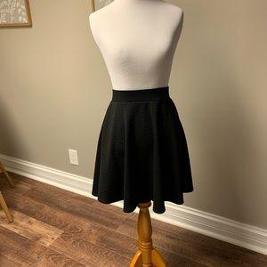 Xhilaration patterned black skirt